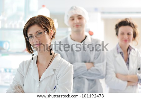 Three medical colleagues standing in laboratory