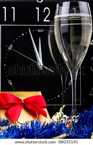 Three minutes to New Year with champagne flute and gift