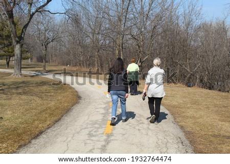 Three older women  walking on a trail at the Skokie Northshore Sculpture Park in Skokie, Illinois Zdjęcia stock ©