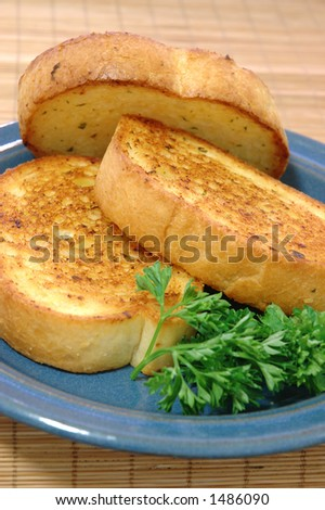 Three pieces of Texas toast on a small blue ceramic plate