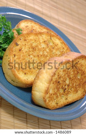 Three slices of Texas toast on a small blue ceramic plate