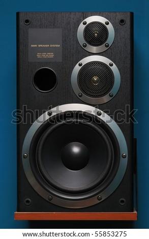 Three way black audio speaker