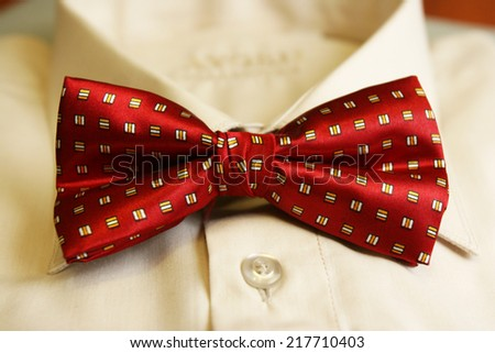 Tie bow tie