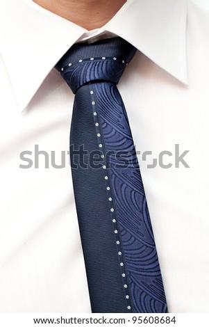 tie of the groom
