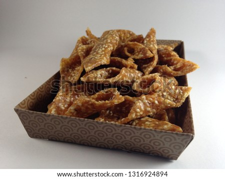 ting-ting peanuts are sweet snacks, cheap crispy, tasty and easy to get in Indonesia Stockfoto ©
