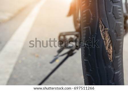 Tire breaks, swelling, danger signals, warning time to change tires. #697511266