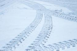 tire tread in the snow
