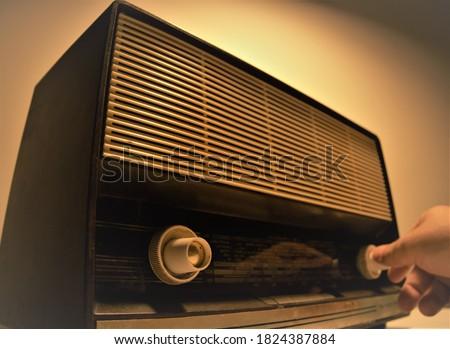 To experience nostalgia by listening to the radio Stok fotoğraf ©
