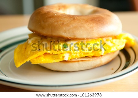toasted egg and cheese bagel sandwich