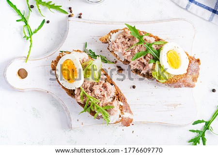 Toasts with tuna. Italian bruschetta sandwiches with canned tuna, egg and cucumber. Top view, flat lay, copy space Foto d'archivio ©