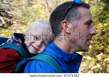 toddler in pack on dad's back