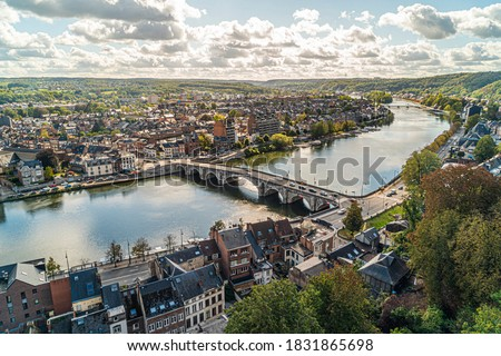 Toeristic pictures of the city Namen.   Wide angle bird perspective shot of namur with the river maas, la meuse.  Best of belgium, wallonie in one postcard.  High resolution shots, les ardennes. Stockfoto ©
