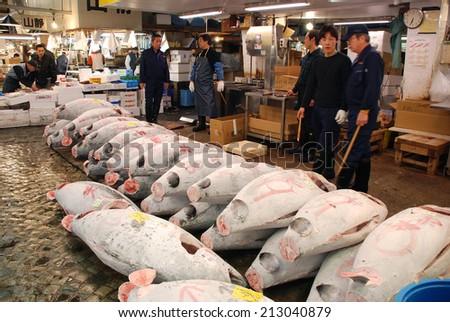 TOKYO - APRIL 6 : Fish sale at Tsukiji Market, the biggest wholesale market in Japan taken April 6, 2009 in Tokyo, Japan.