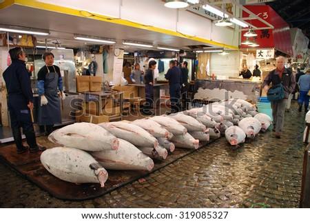 TOKYO - APRIL 6 : Tuna fish sale at Tsukiji Market, the biggest wholesale market in Japan taken April 6, 2009 in Tokyo, Japan.