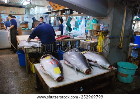 TOKYO, JAPAN - JULY 22 : Tuna fish sale at Tsukiji Market, the biggest wholesale market in Japan taken July 22, 2008 in Tokyo, Japan.