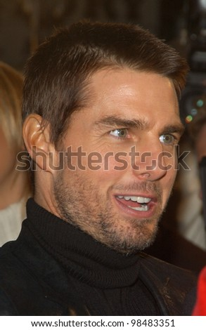 TOM CRUISE at the Los Angeles premiere of his new movie The Last Samurai. December 1, 2003  Paul Smith / Featureflash