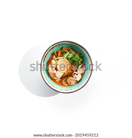 Tom yum or tom yam - hot and sour Thai soup with chicken. Thai traditional soup with chicken and vegetables. Tom yum on white background. Isolated soup plate over white background.  Foto stock ©