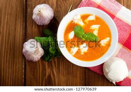 [Obrazek: stock-photo-tomato-soup-with-shredded-ch...970639.jpg]