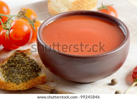 Tomato soup with tomatoes and bread