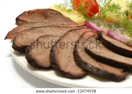 tomato with slices roast beef and potato
