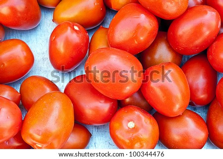 tomatos in a market