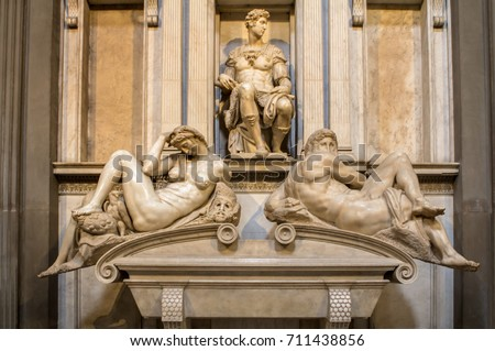 Tomb of Giuliano de Medici and below lying on the sarcophagus  Michelangelo's sculptures 'Night and Day'. Foto stock ©
