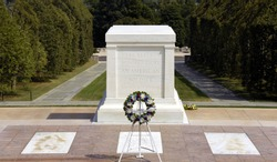 Tomb of the Unknowns / Tomb of the Unknowns at Arlington Cemetery