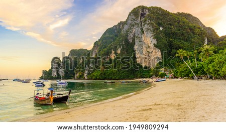 Ton Sai Beach in paradise Bay - Koh Phi Phi Don Island at Krabi, Thailand - Tropical travel destination Stok fotoğraf ©
