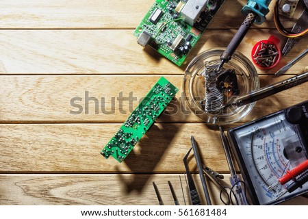 Tools for soldering electronic circuit boards. #561681484