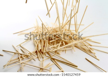 Toothpicks are produced by splitting bamboo culms into thin splits
