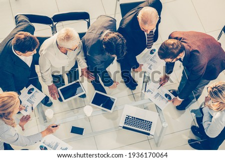 top view. group of employees discussing financial statistics . Stockfoto ©