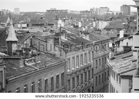 Top view in long focal length on old brick buildings on Rue des Prêtres Street, in Les Carmes, a historic neighborhhod in the city centre of Toulouse, in the South of France (black and white) Photo stock ©