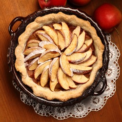 Top view of apple pie in cake tin