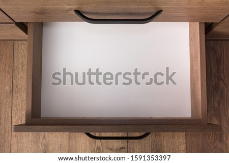 Top view of empty open wooden drawer Foto stock ©