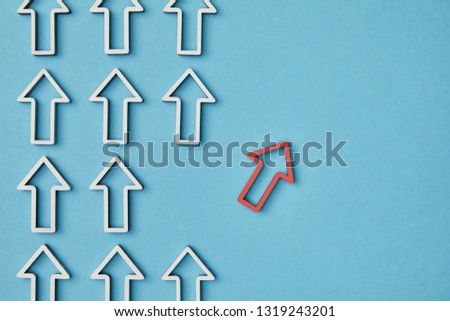 top view of rows vertical white arrows near red pointer on blue background #1319243201
