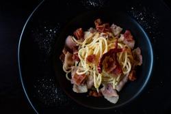 top view spaghetti in black plate