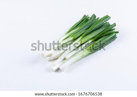 Top view spring onions or scallions on white background. horizontal Foto stock ©