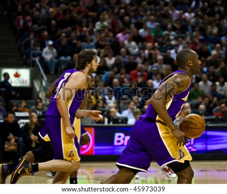 TORONTO - JANUARY 24: Kobe Bryant (R) participates in an NBA basketball game at the Air Canada Centre on January 24, 2010 in Toronto, Canada.  The Toronto Raptors beat the Los Angeles Lakers 106-105.