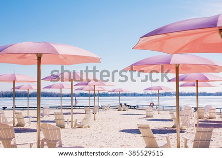 Toronto\'s Sugar Beach in winter.