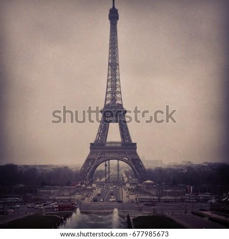 Tour Eiffel #677985673