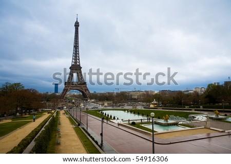 Tour Eiffel, Paris. Cloudy Day.