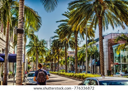 Tourist in Rodeo Drive on a sunny day. Beverly Hills, California Stockfoto ©