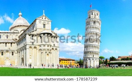 Tourist visiting the leaning tower of Pisa , Italy  Zdjęcia stock ©