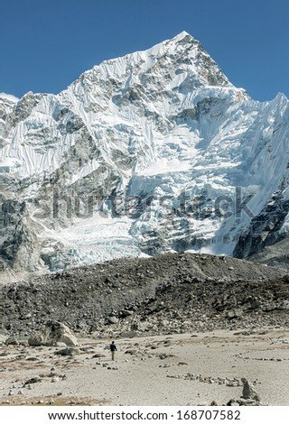 Tourists in the campaign against the backdrop of mount Everest (8848 m) and Nuptse from slope of Kala Patthar - Nepal, Himalayas
