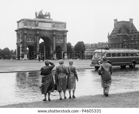 Tourists viewing the Arc de Triomphe du Carrousel at the Tuileries Gardens, July 15, 1953