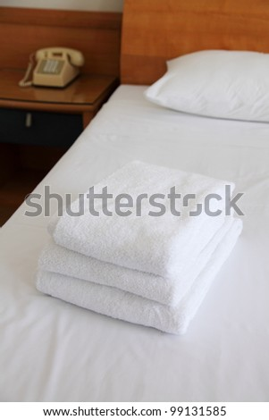 towels for guest of the hotel on the bed