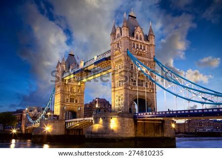 Tower Bridge at dusk in London, United Kingdom Stockfoto ©