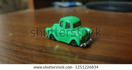 toy green car