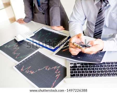Trader team discussion and analyze stock graph report, set targets for online trading management success.