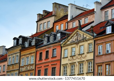 Traditional and colorful building architecture in the Old Town Market Square (Rynek Starego Miasta), Warsaw, Poland. Zdjęcia stock ©